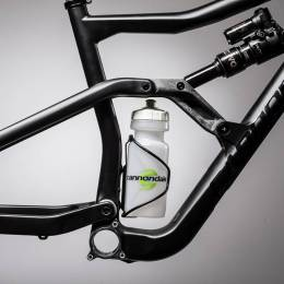 Space-for-water-bottle..jpg